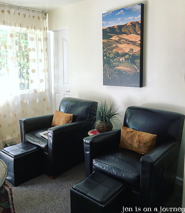 Vendange Carmel Inn and Suites: Holman Ranch Winery Themed Room